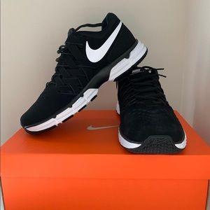Women Nike Fingertrap Shoes on Poshmark